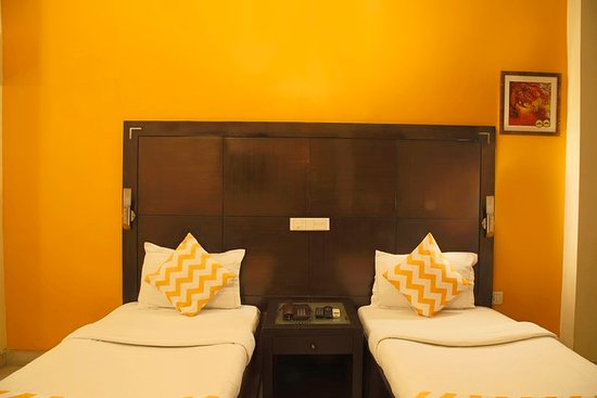 FabHotel Regalia GK1 : Deluxe Room with Twin Bed