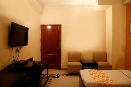 FabHotel Regalia GK1 : Deluxe Room