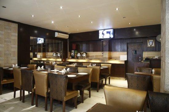 FabHotel Raj Paharganj: Restaurant