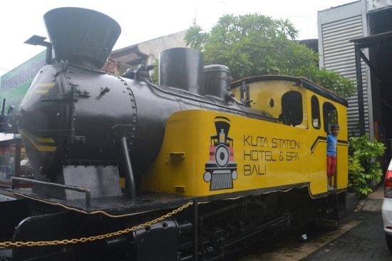 Kuta Station Hotel: Engine outside the hotel