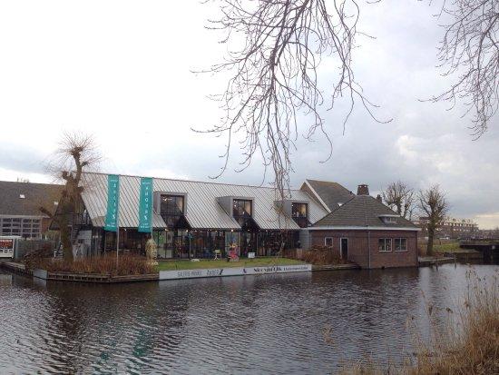 Reeuwijk, Países Bajos: GalerieZ van buiten gezien en van binnen (benedenverdieping)