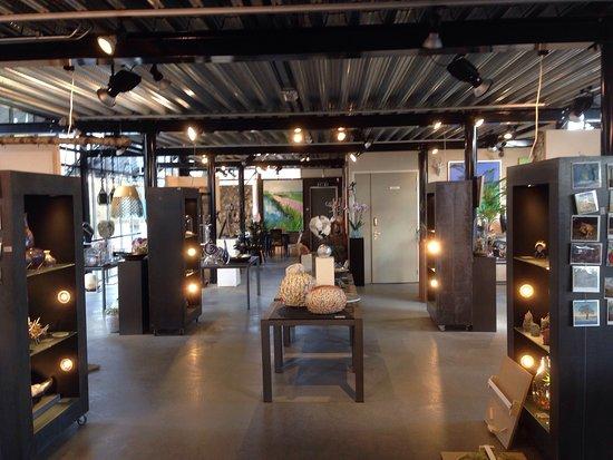 Reeuwijk, เนเธอร์แลนด์: GalerieZ van buiten gezien en van binnen (benedenverdieping)