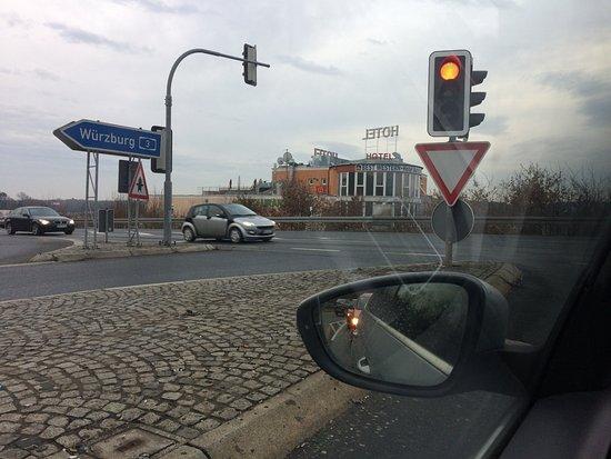Hessdorf, Germania: Anfahrt zum Hotel