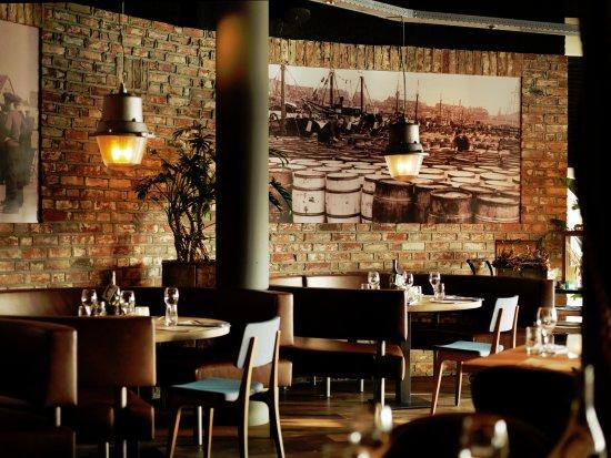 https://media-cdn.tripadvisor.com/media/photo-s/0e/62/ee/78/foto-restaurant-de-dagvisser.jpg