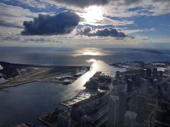 cn tower a vista incrvel durante o dia