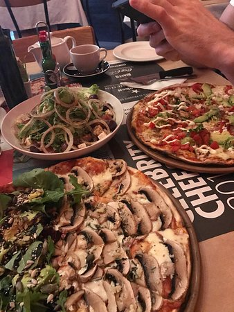 Col'Cacchio Pizzeria Foreshore: Sooo guuut