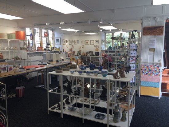 Somerton, UK: Fabulous light and airy exhibition space and contemporary craft shop supporting 100 Makers from