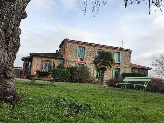 Cintegabelle, Fransa: Très belle bâtisse, un accueil irréprochable et une cuisine excellente. Chambre confortable et d