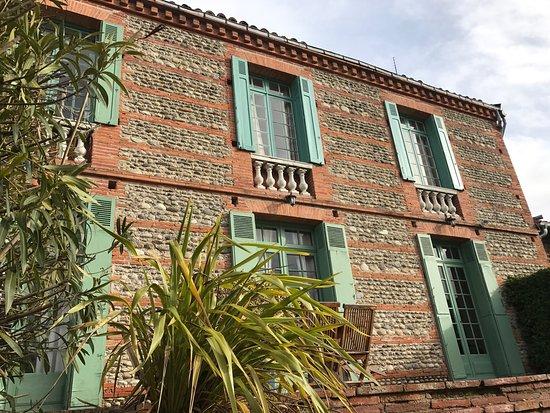 Cintegabelle, Frankrijk: Très belle bâtisse, un accueil irréprochable et une cuisine excellente. Chambre confortable et d