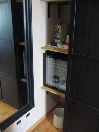 QuodLibet: Mini bar, machine à expresso et coffre