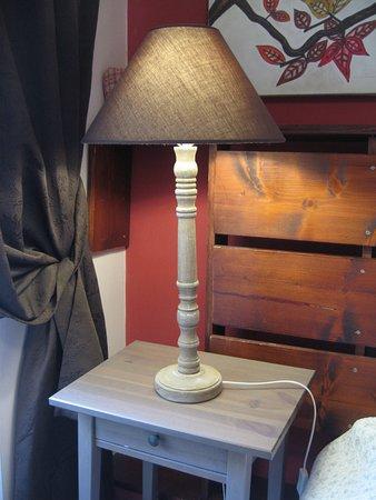 QuodLibet: Table de chevet de la chambre