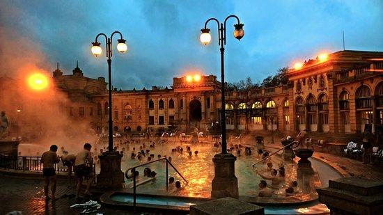 Ba os schezeny parte exterior picture of balneario szechenyi budapest tripadvisor - Banos budapest ...