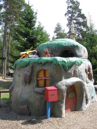 Kolmarden Wildlife Park: Hous For Bear, भालु को घर