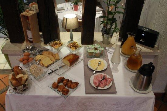 Hôtel Aux Blés d'Or : Buffet petit déjeuner
