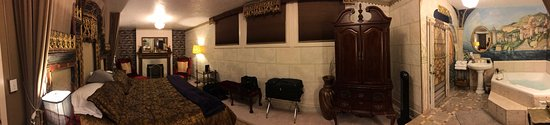 Greystone Manor: King Room Pano