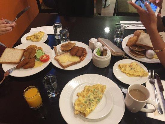 Citymax Al Barsha: breakfast