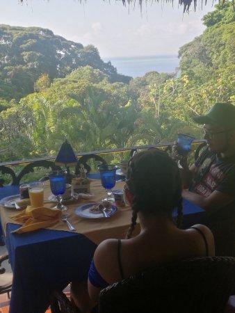 Hotel Cuna del Angel : Mis hijos disfrutando el desayuno