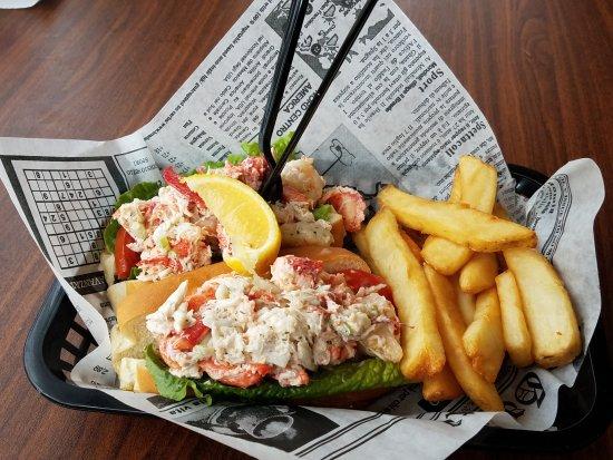 Barnacle Restaurant: Lobster, Shrimp & Crab Roll