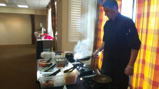 Green Valley, AZ: Omelets made to order for Wyndham Hotel guests