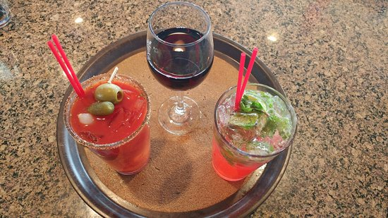 Green Valley, AZ: All drinks prices reduced during happy hour in the bar!