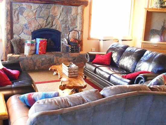 Ashton, ID: Lobby area with fireplace for relaxation