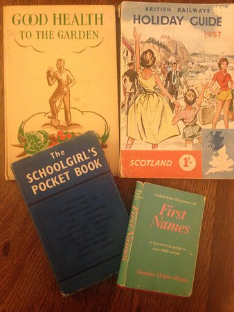 Wantage, UK : Browse through our vintage and retro books.