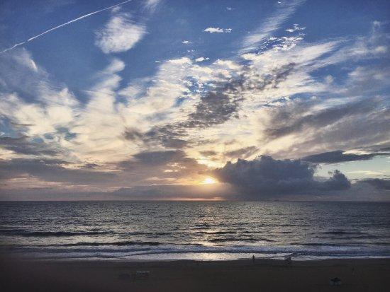 Hampton Inn Virginia Beach-Oceanfront South: Sunrise