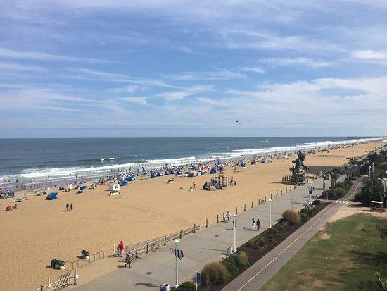 Hampton Inn Virginia Beach-Oceanfront South: View From Room