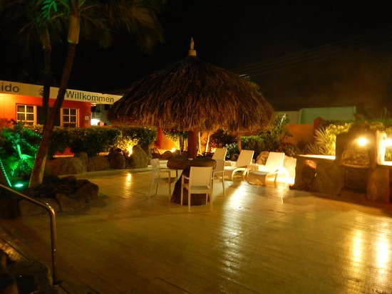 Seabreeze Apartments: Night time in common area