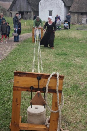 Provinciedomein Raversyde : Making a rope