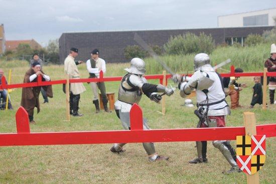 Provinciedomein Raversyde : More sword fighting