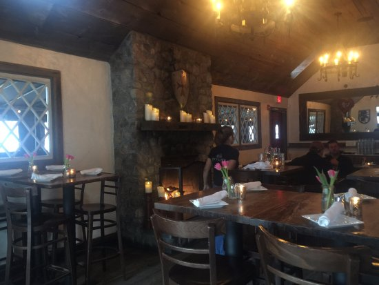 Ridgefield, CT : Dining Area (It is a LITTLE PUB)!