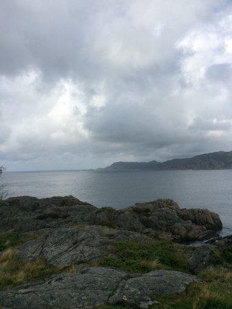 Varnes : Flott intakt kanonstilling mot øya hidra og spennende tur gjennom hule i fjellet flere kanonstil
