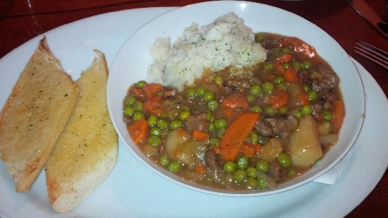 Fort Coulonge, Canadá: Beef Stew and smashed potatoes. Excellent