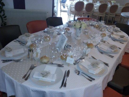 Bernay, France: Restaurant de qualité la preuve. Sa ouvre l'appétit