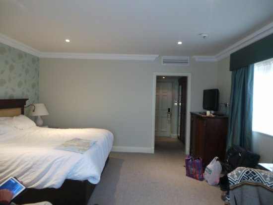 Ennis, Irlanda: Spacious room with bathroom, tv, etc