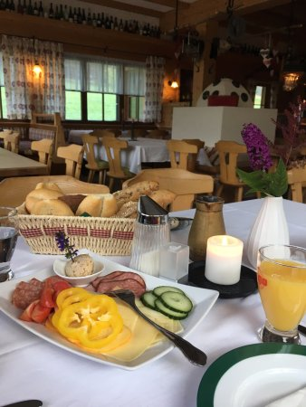 Donnersbach, Austria: Frühstück