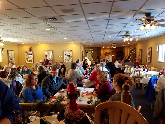 Germantown, WI: Dining room at lunchtime.