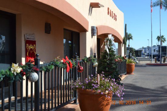 Mesa Spirit RV Resort: The Christmas decorations were very nice