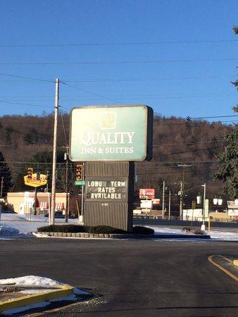 Quality Inn & Suites at Binghamton University : outside