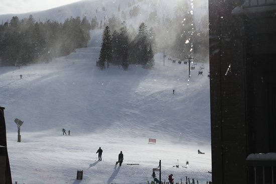 Kirkwood, Californien: View of slopes from our room on 2nd floor