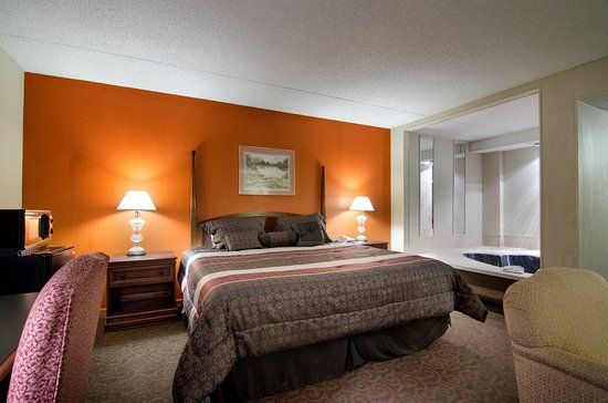 Hotel With Jacuzzi In Rooms Emporia Kansas