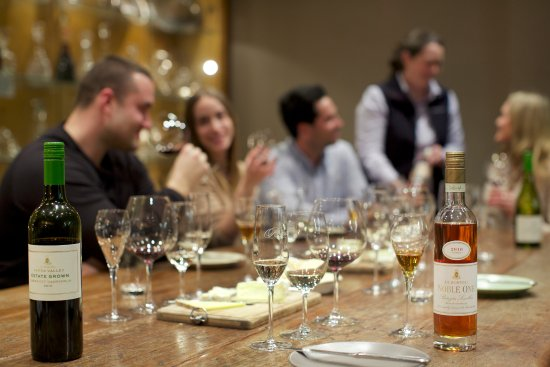 Dixons Creek, Avustralya: Private tasting in De Bortoli's Trophy Room at their cellar door