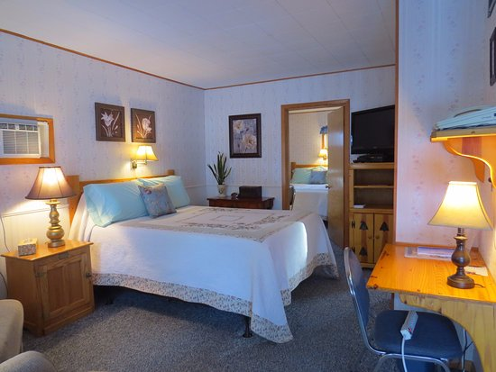 Newcastle, WY: Room 11 - Two Queens with Kitchenette