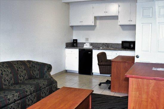 Howard Johnson Inn And Suites San Diego Area/Chula Vista Photo