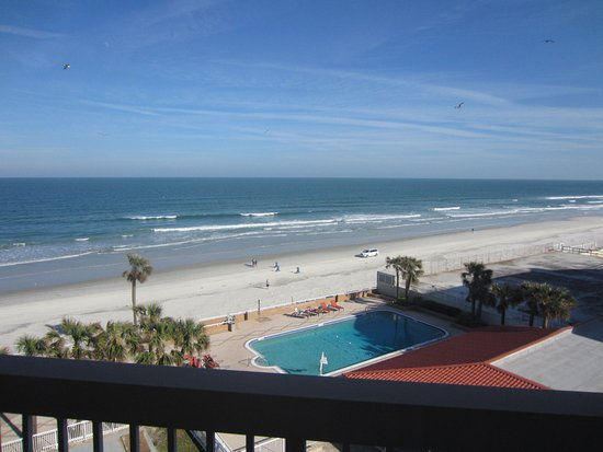 Holiday Inn Hotel & Suites Daytona Beach: View from the balcony on 6th floor