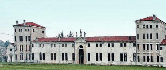 Thiene, อิตาลี: 365 finestre