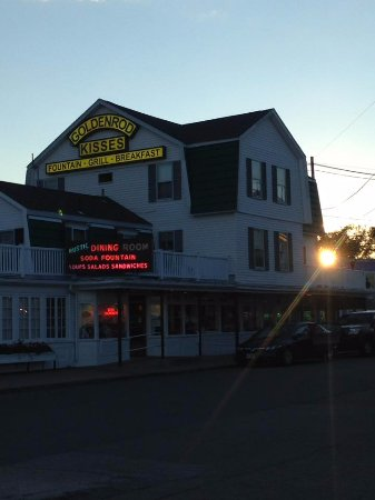 Anchorage Inn: Nearby the Golden Rod. Famous for their homemade salt water taffy, they have real food too.