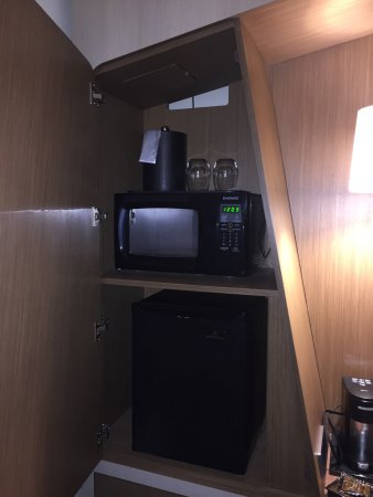 Littleton, MA: 4th floor rom interior & microwave/refrigerator