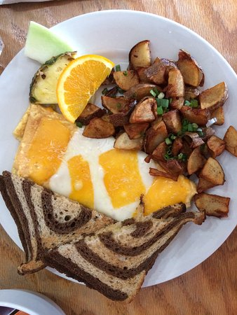 Courtenay, Canada: 4-cheese omelet with fries and rye toast.